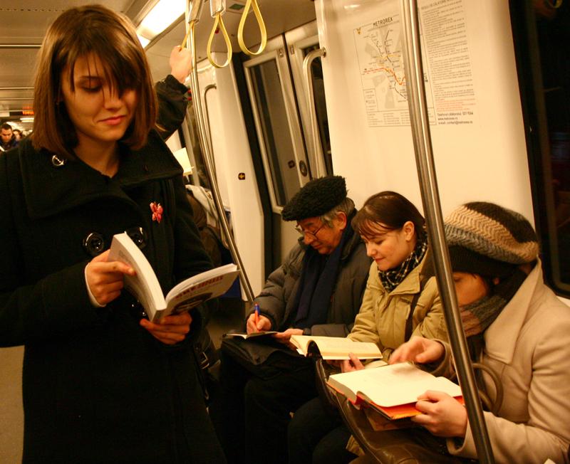 Cititori din toate vagoanele, uniţi-vă!