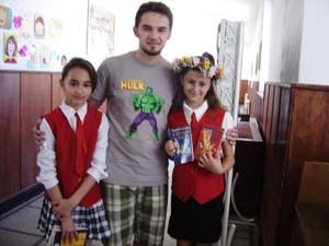 Nemira a dăruit cărţi copiilor premianţi
