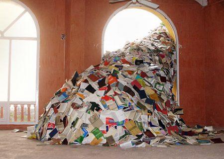 Artă din cărţi: cascada de 5000 de cărţi din Spania