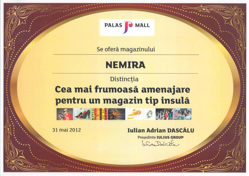 """Librăria Nemira Iaşi: """"Cea mai frumoasă amenajare pentru un magazin tip insulă"""""""