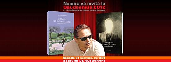 Sesiune de autografe Valentin Nicolau la standul Nemira de la Gaudeamus