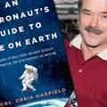De la orbirea în noaptea cosmică la lumina tiparului: incredibila aventură a lui Chris Hadfield