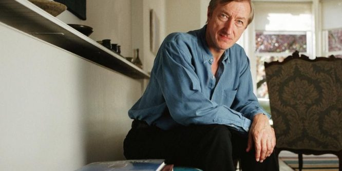 """Julian Barnes – """"Poate că asta făcea de fapt arta: fiind solemnă, răpea farmecul vieţii."""""""