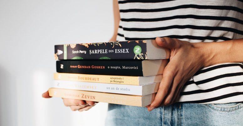5 cărți care te vor face să zâmbești