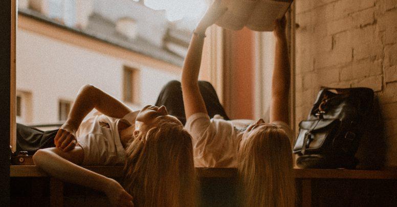 International Friendship Day: citește o carte cu un prieten! :)