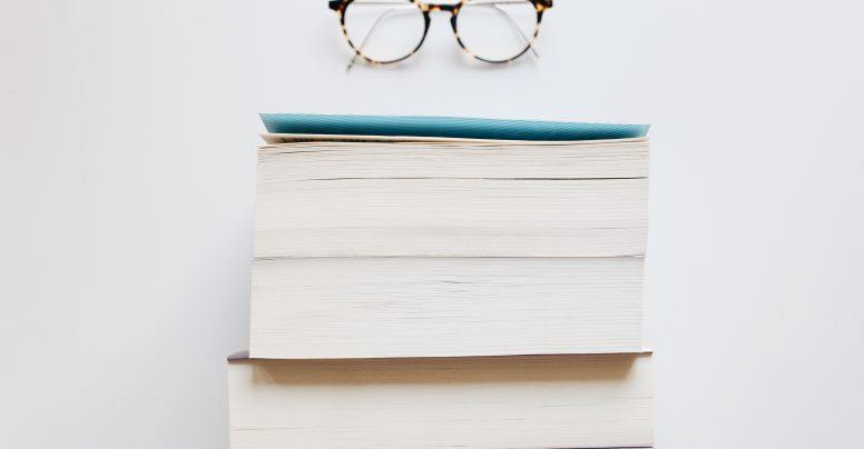 In a complicated relationship with a book: 5 cărți care îți dau de furcă